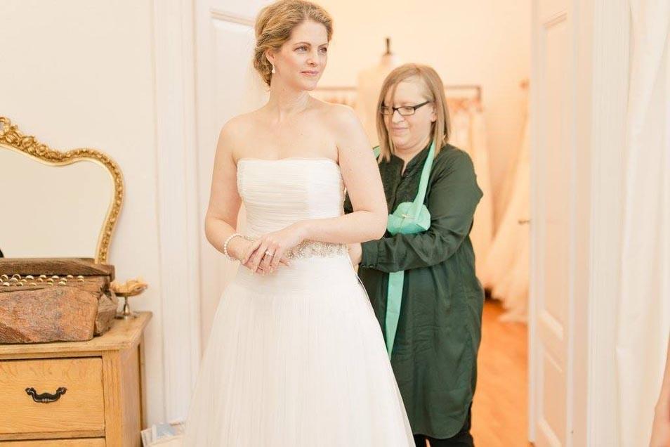 Brautmode Frankfurt Ausgefallene Schlichte Brautkleider