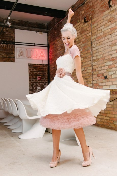 Petticoat, Seidenband und Brautblüte