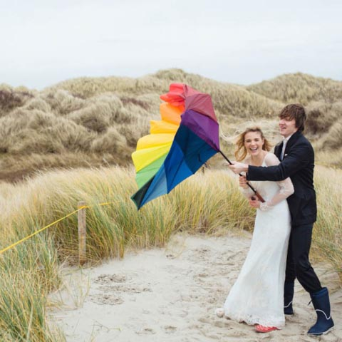 Stürmisches Hochzeitsshooting am Strand