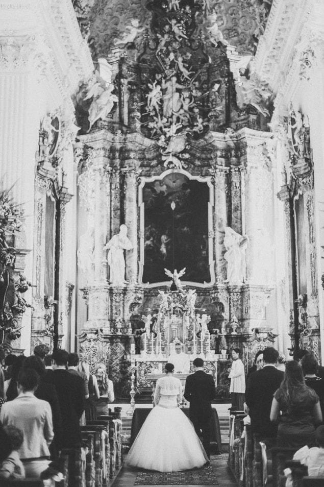 imposanter Altar in Kirche