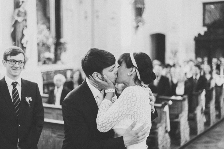 Der erste Kuss als Ehepaar