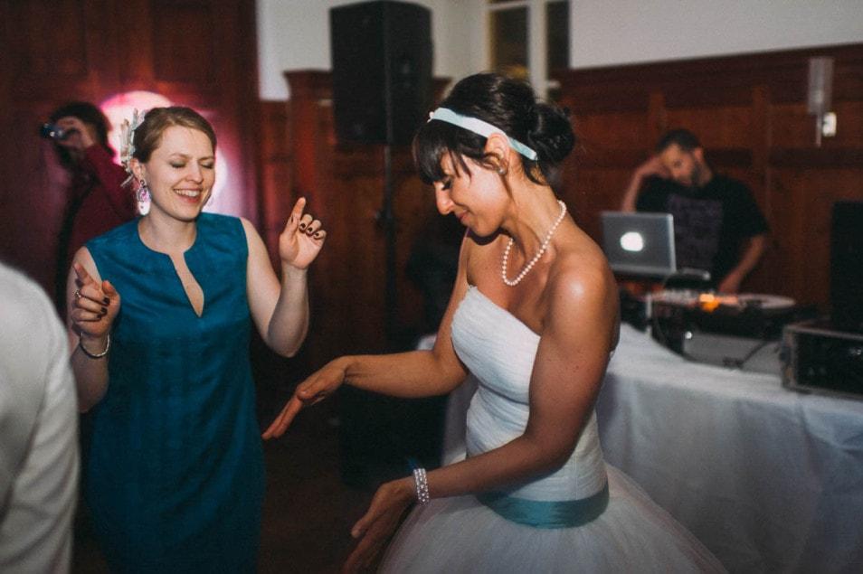 Hochzeitsparty im Brautkleid