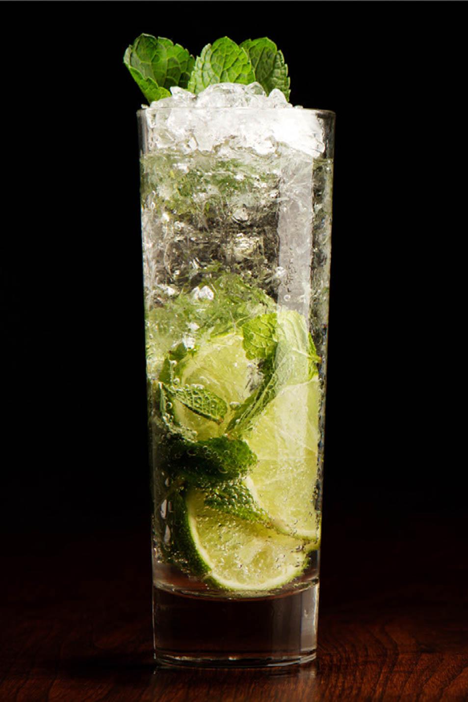 Cocktail auf Limone und Eis