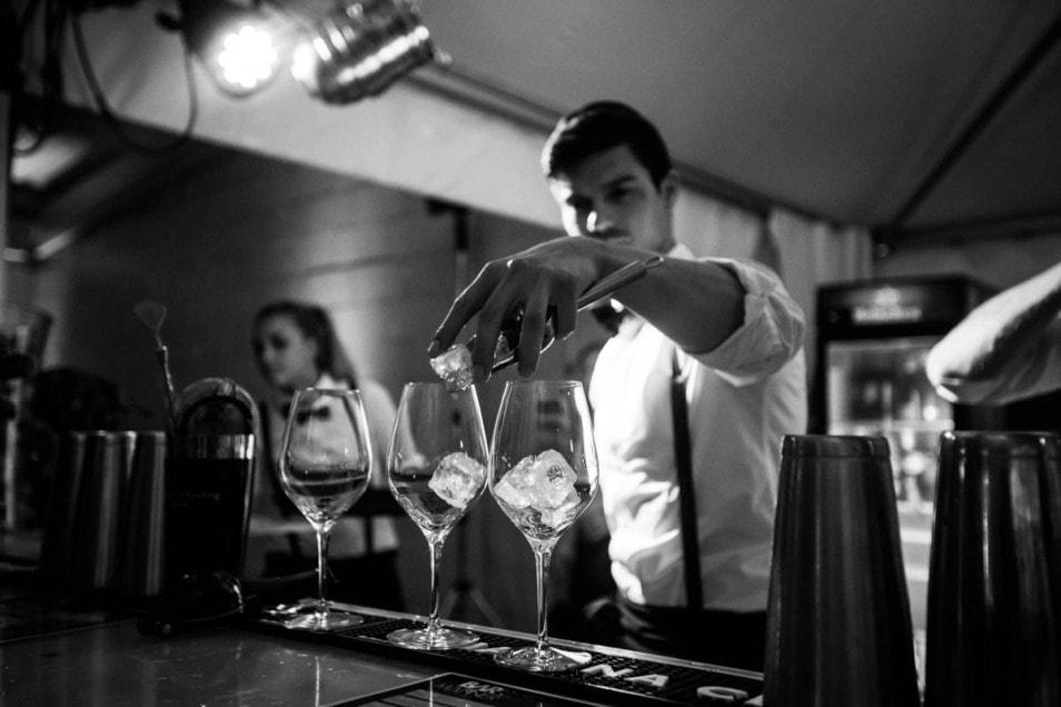 Barkeeper bei der Hochzeit