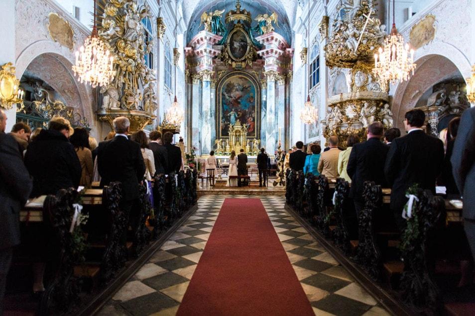 kirchliche Trauung romantische Hochzeit