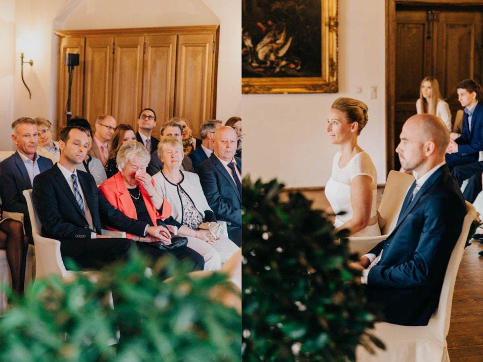 Gäste bei der Trauung im Standesamt auf der Burg