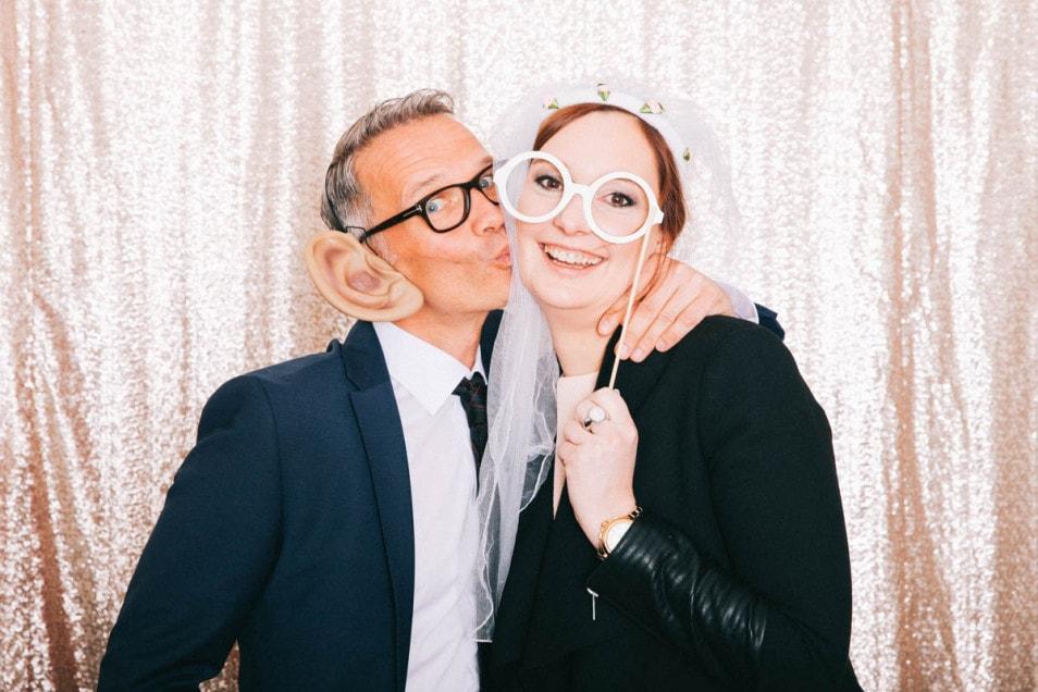 Hochzeitsgäste in der Fotobooth