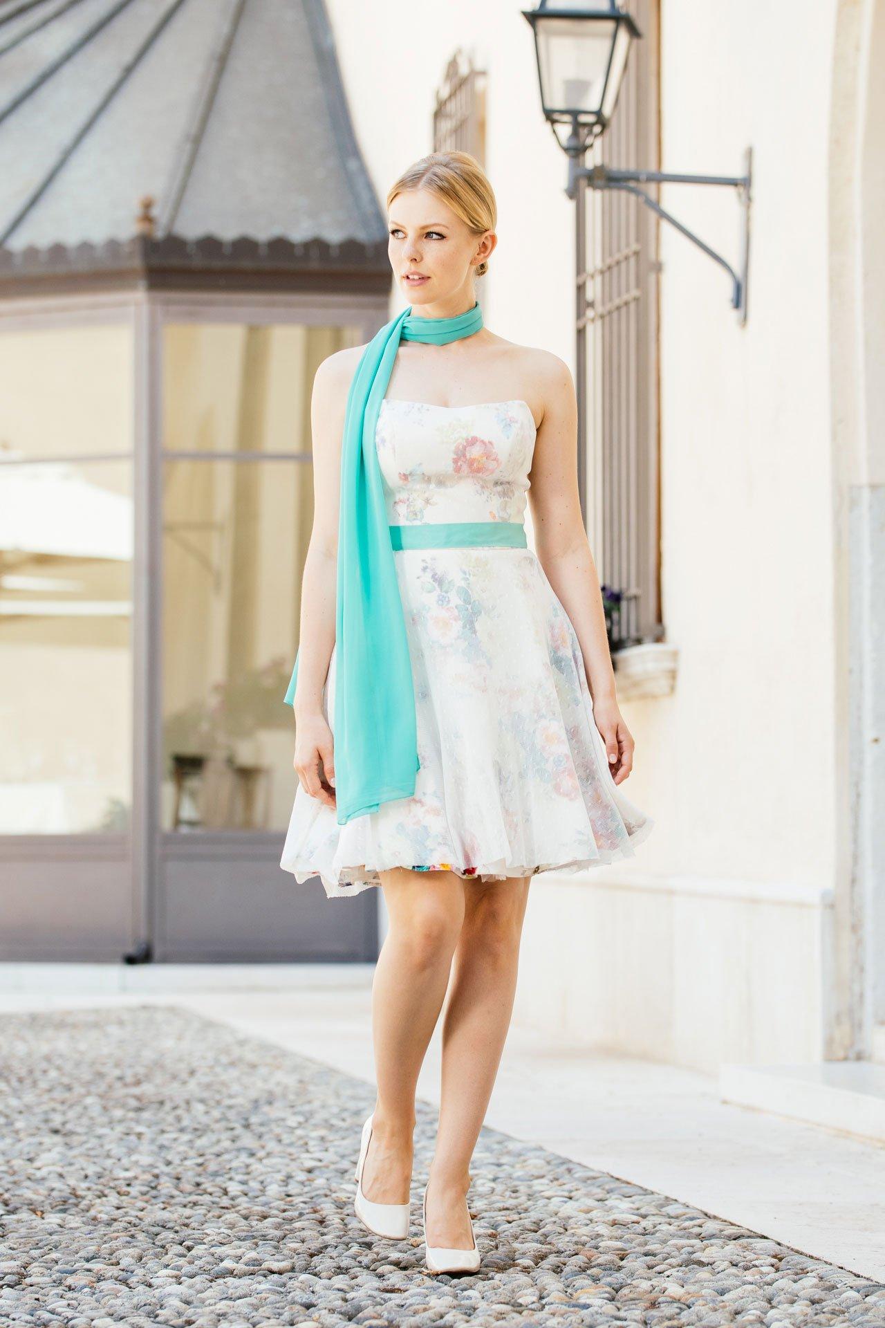 Brautkleid farbig mit wunderschönen Accessoires für Standesamt & Kirche