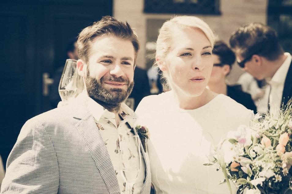 Brautpaar beim Sektempfang
