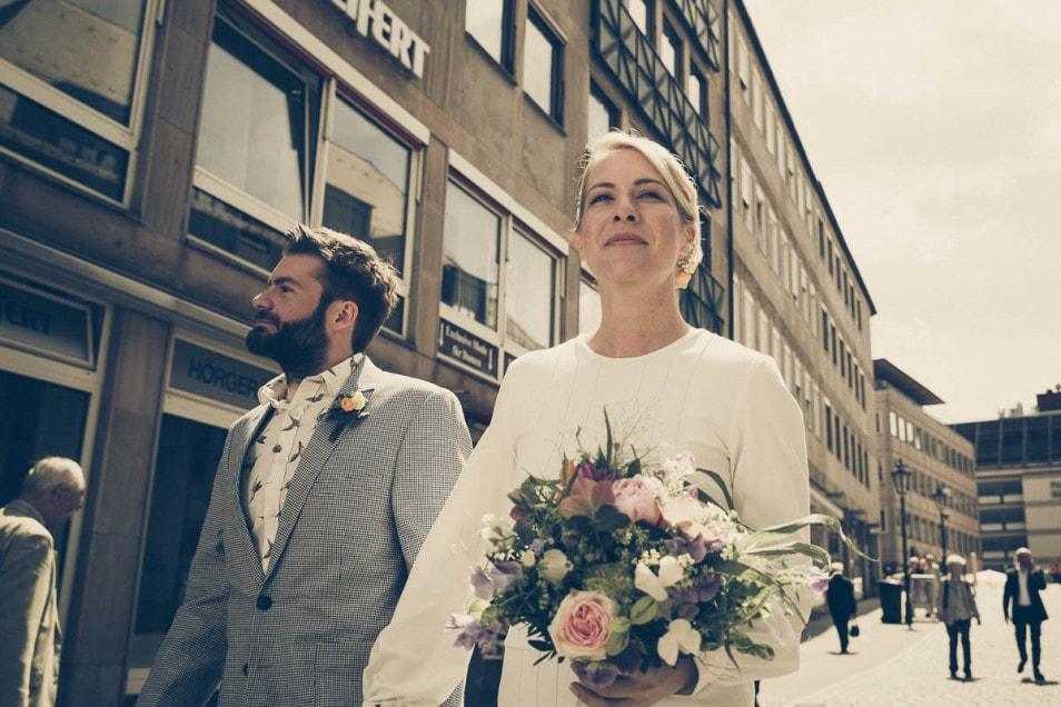Coole Hochzeit auf dem Weg zum Standesamt