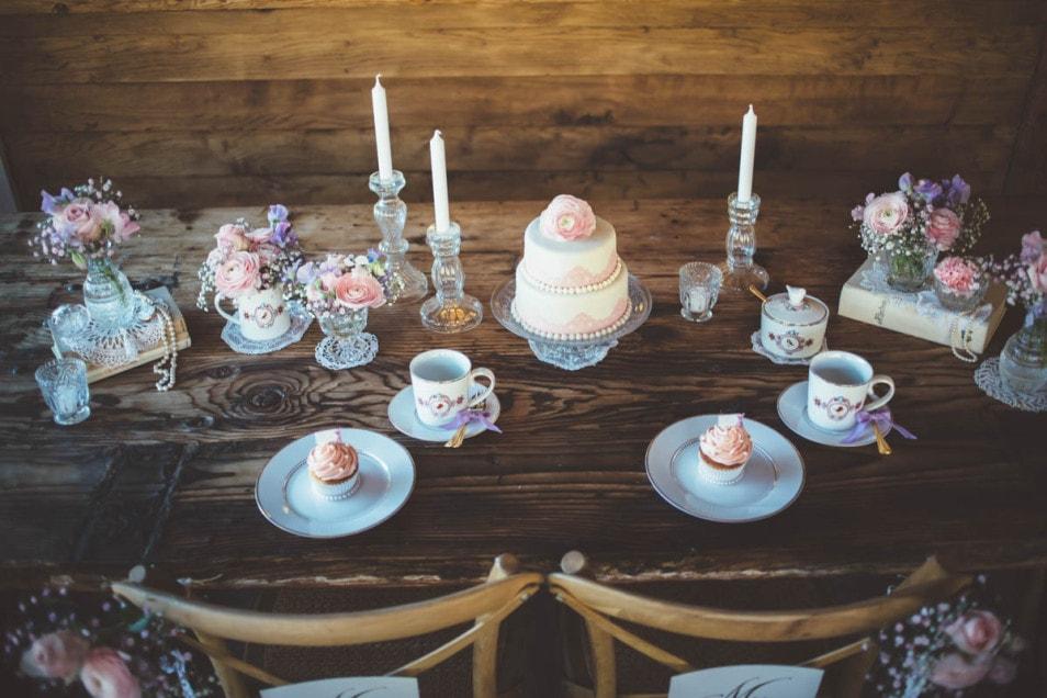 Hochzeitsdeko mit Vintage Geschirr