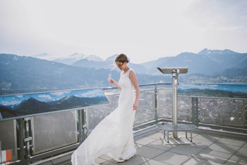 Wehendes Brautkleid im WInd