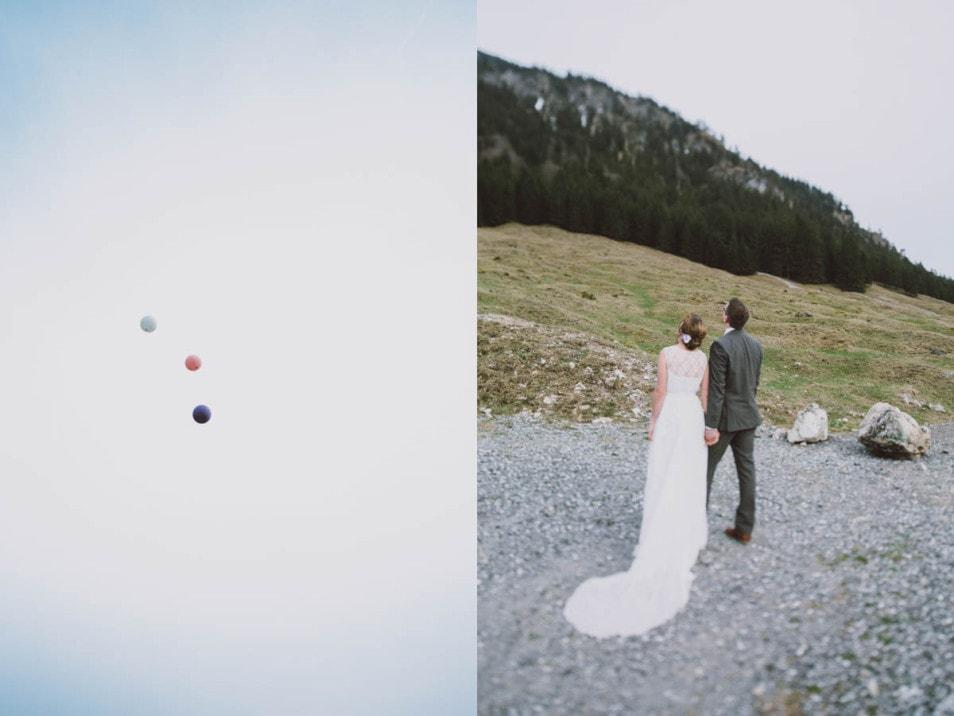 Das Brautpaar lässt die Ballons steigen