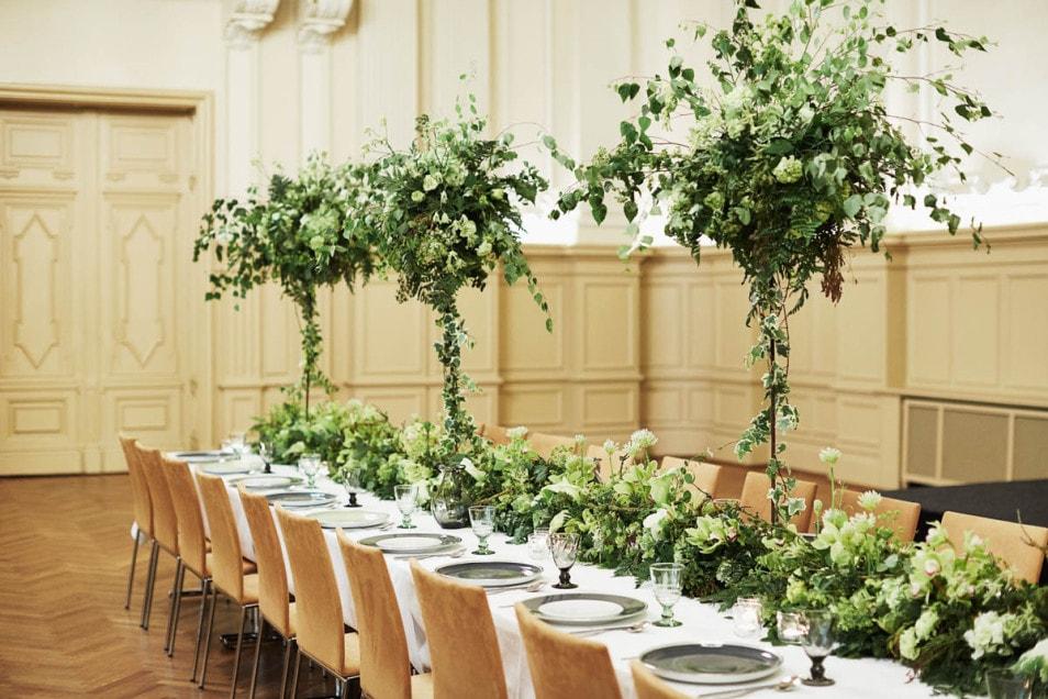 wundervolle Walddeko auf Tisch