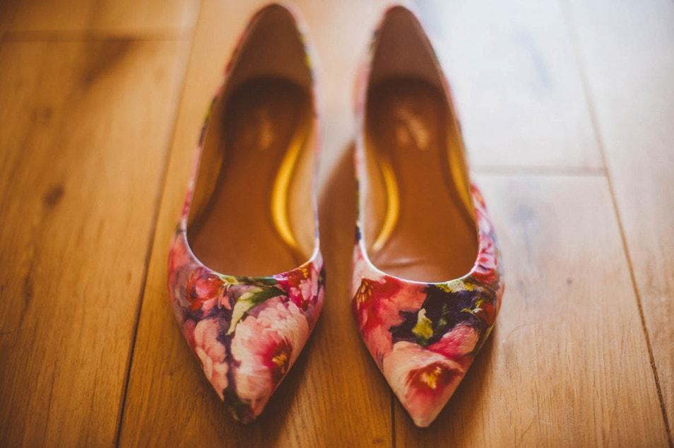 Brautschuhe mit Blumen Muster
