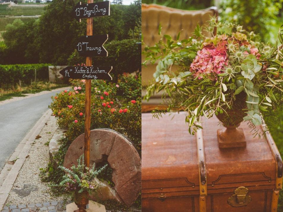 Hochzeit im Freien Hinweistafeln und Blumendeko