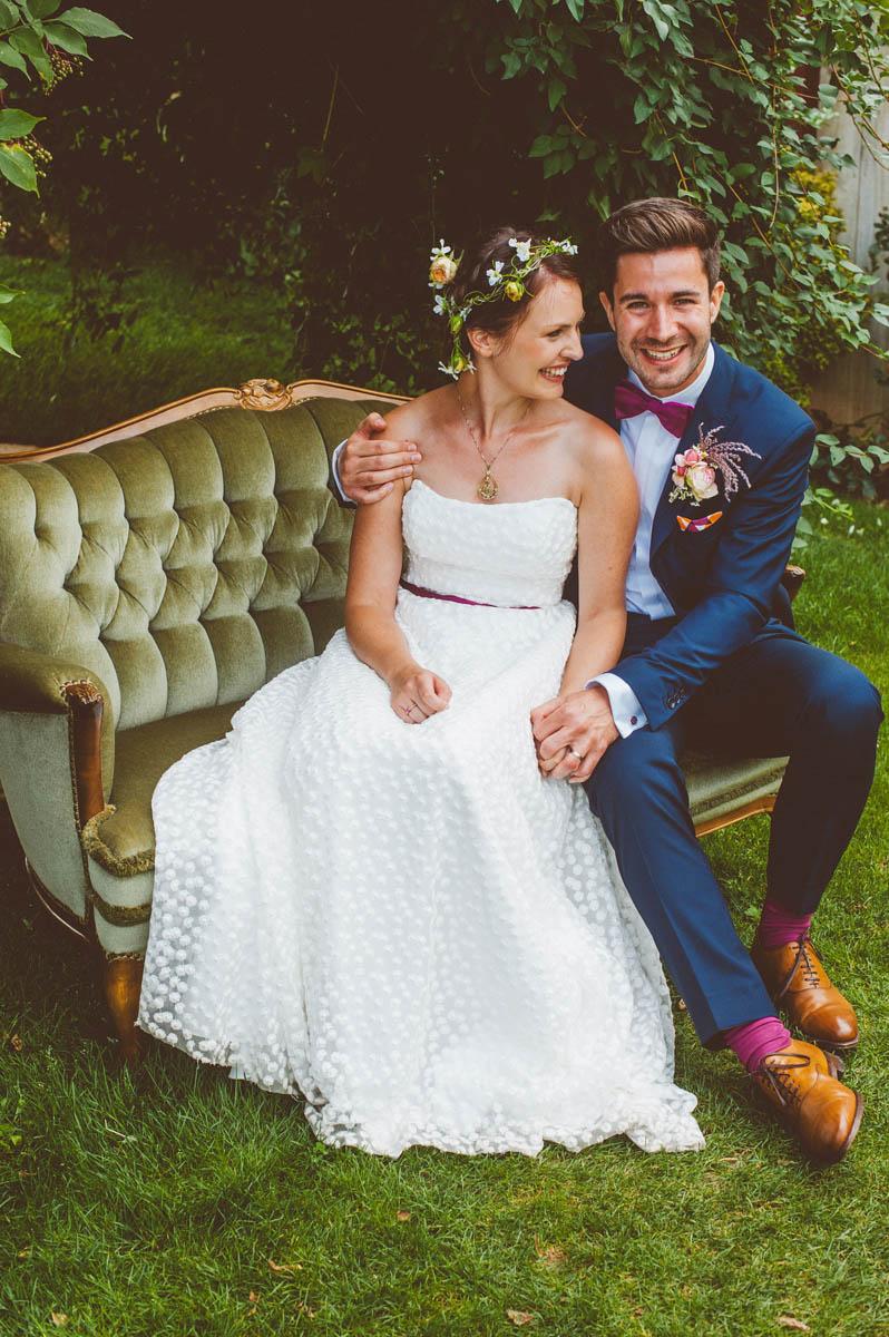 glückliches Brautpaar nach dem Jawort