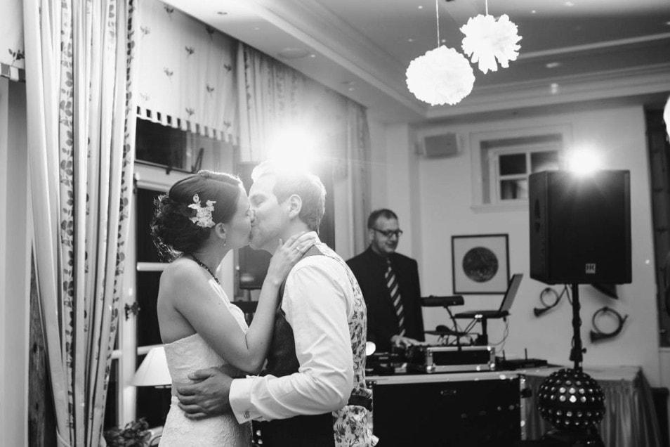 Brautpaar zu später Stunde
