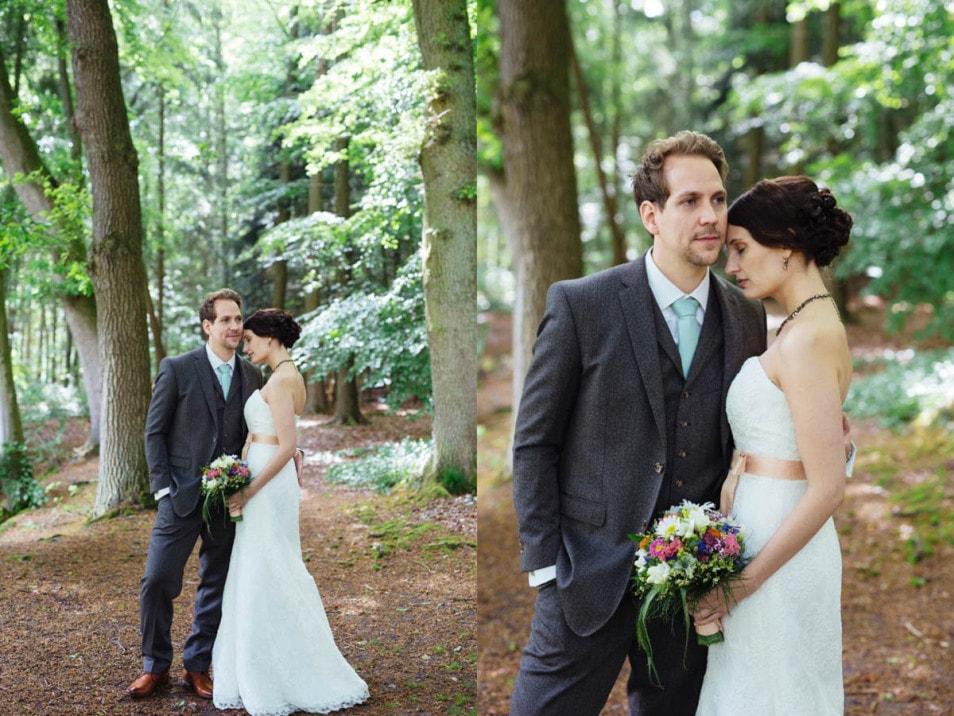 Das Brautpaar bei der Hochzeit im kleinen Kreis