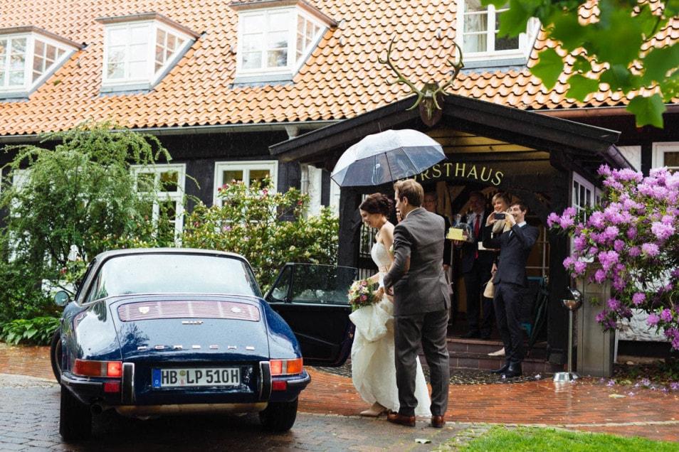 Regen bei der Hochzeit im kleinen Kreis