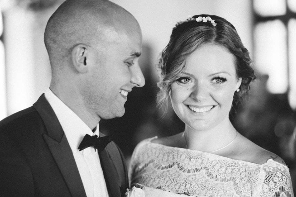 Glückliche Braut frisch vermählt