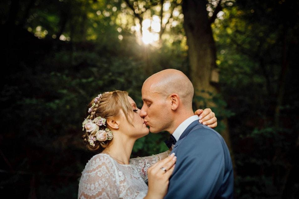 romantischer Moment am Hochzeitstag