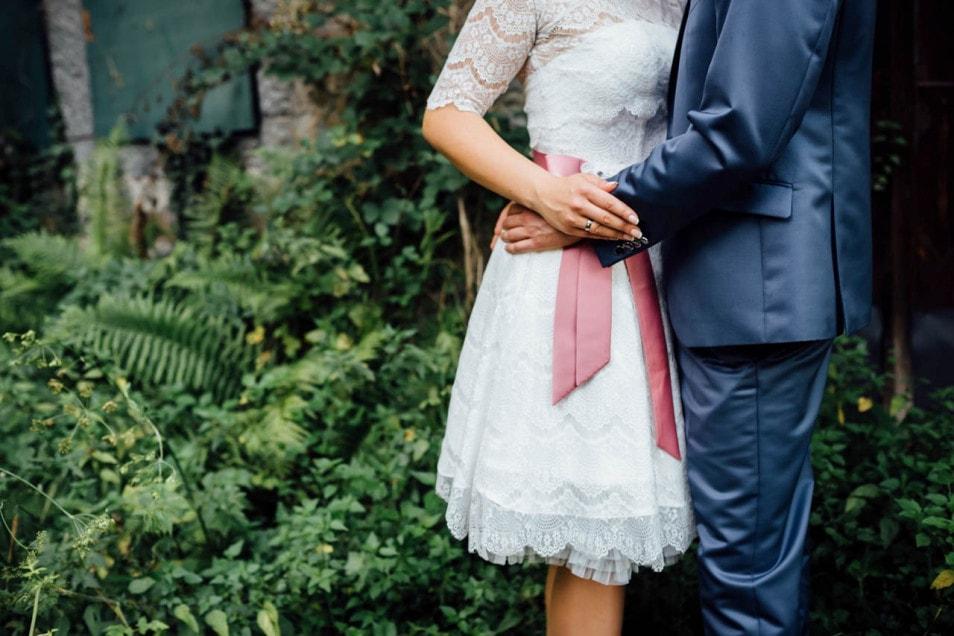 Braut und Bräutigam intimer Moment