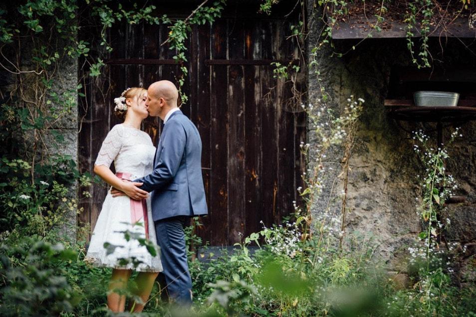 Brautpaar romantisches Fotoshooting bei der Hochzeit