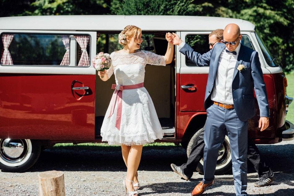 Vintage VW Bus bei für die Hochzeit
