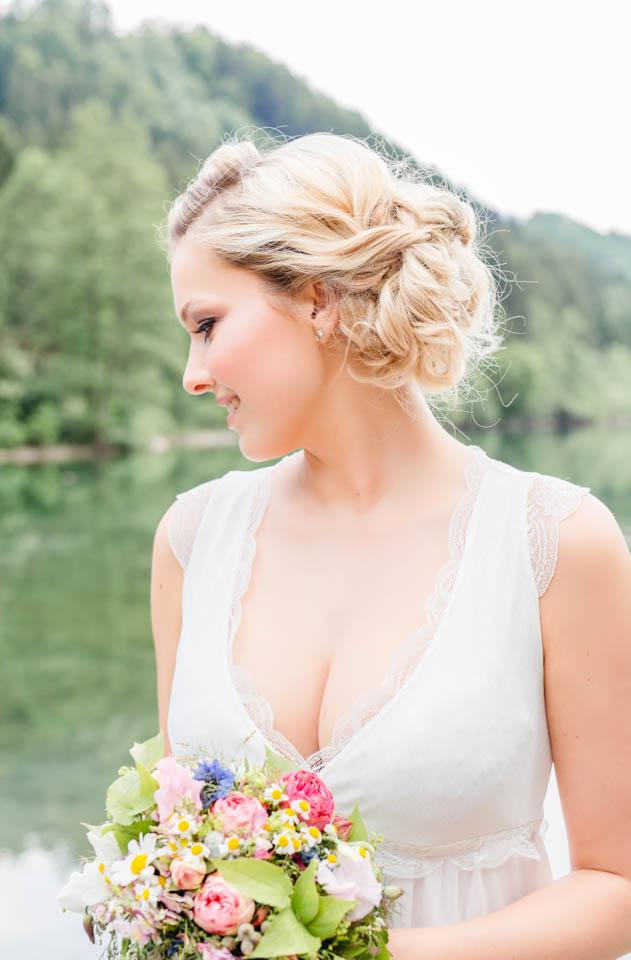 Brautkleid natürlich im Allgäu abgelichtet