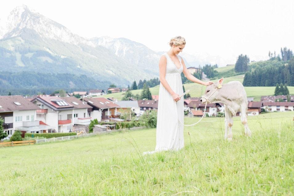 natürliche Braut mit Kälbchen