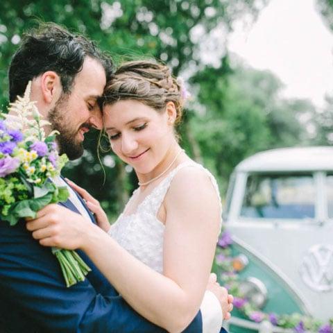 Mit Hochzeitsbulli ins Liebesglück