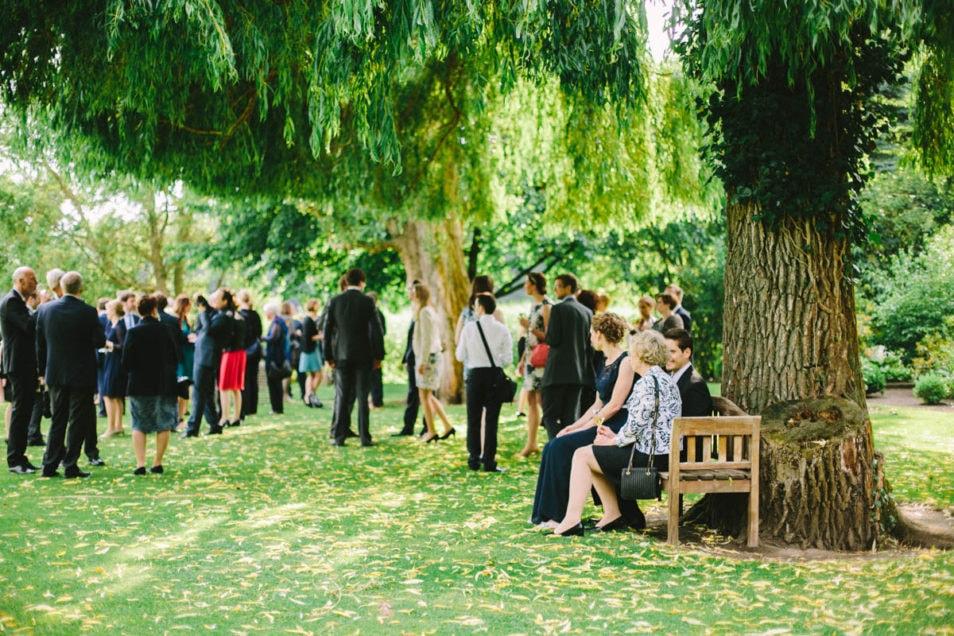 schöner Garten für die Hochzeit im Freien