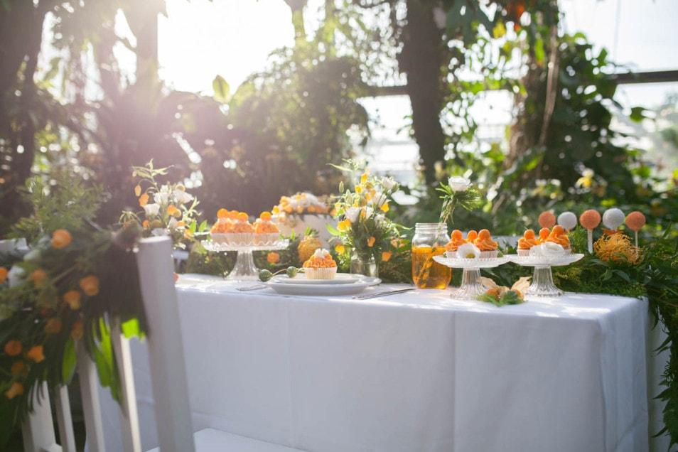 Hochzeitsdeko Orange Tisch