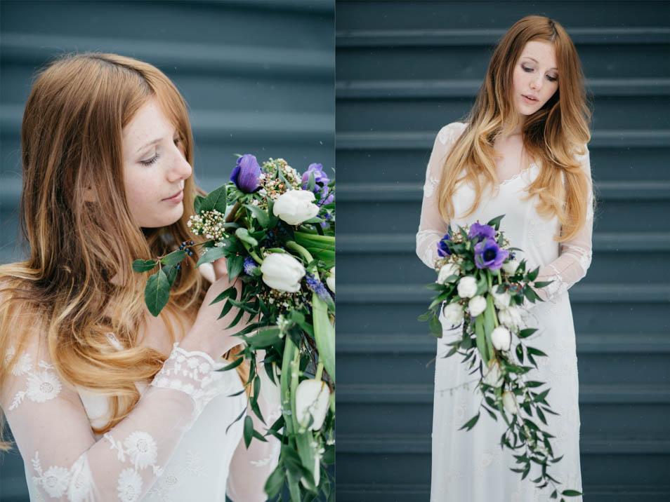 Braut im Langarmkleid mit Brautstrauß