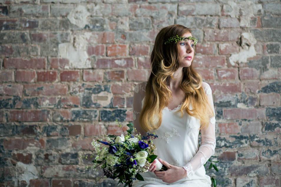 Brautstrauß blau Brautkleid Langarm