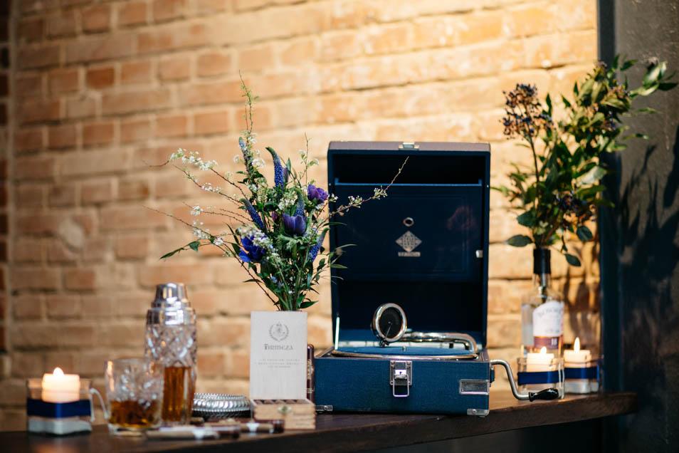 Brautstrauß blau mit Retro Plattenspieler