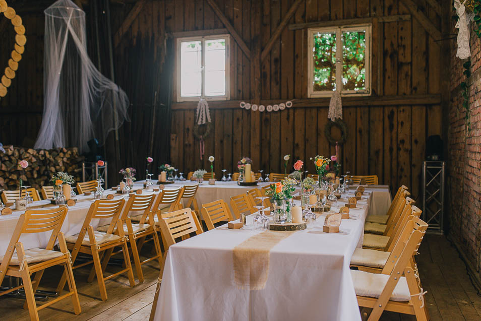 Do it yoursel Hochzeit in alter Scheune