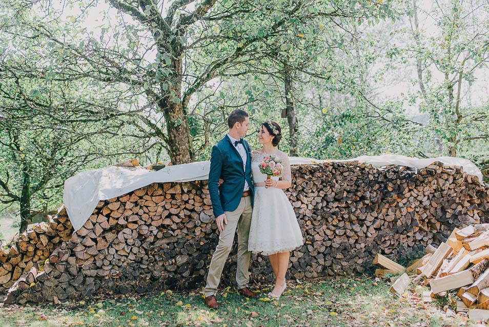 Brautpaar vor Holzarche