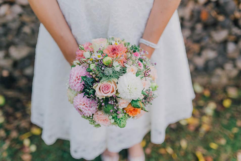 Brautstrauss mit bunten Blumen