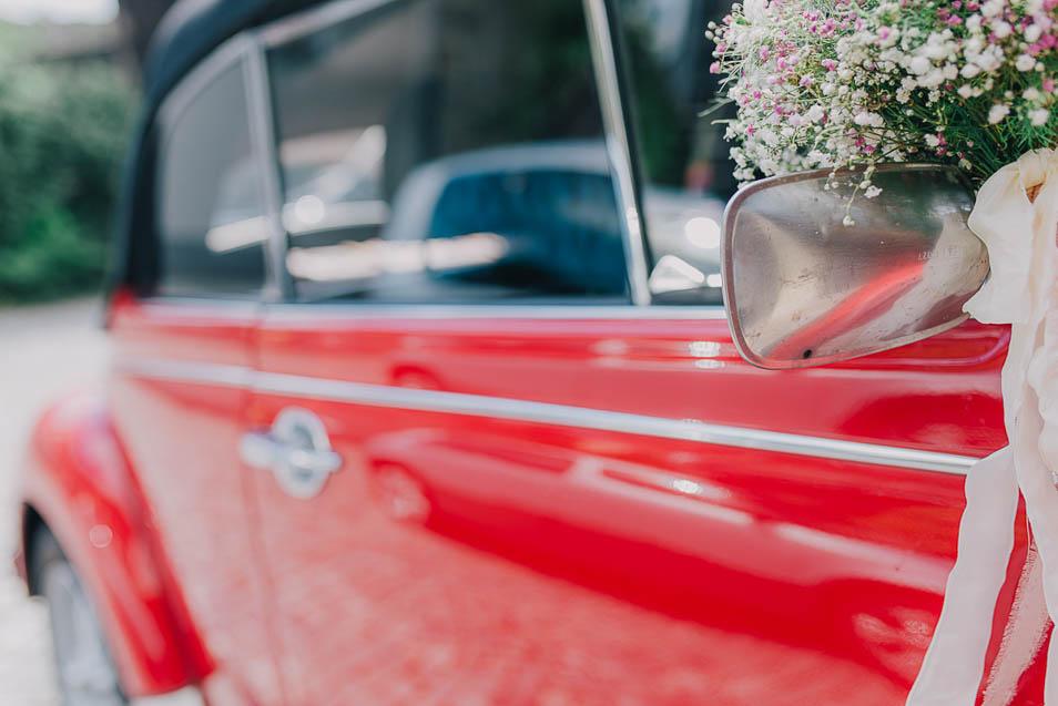 roter Käfer als Hochzeitsauto
