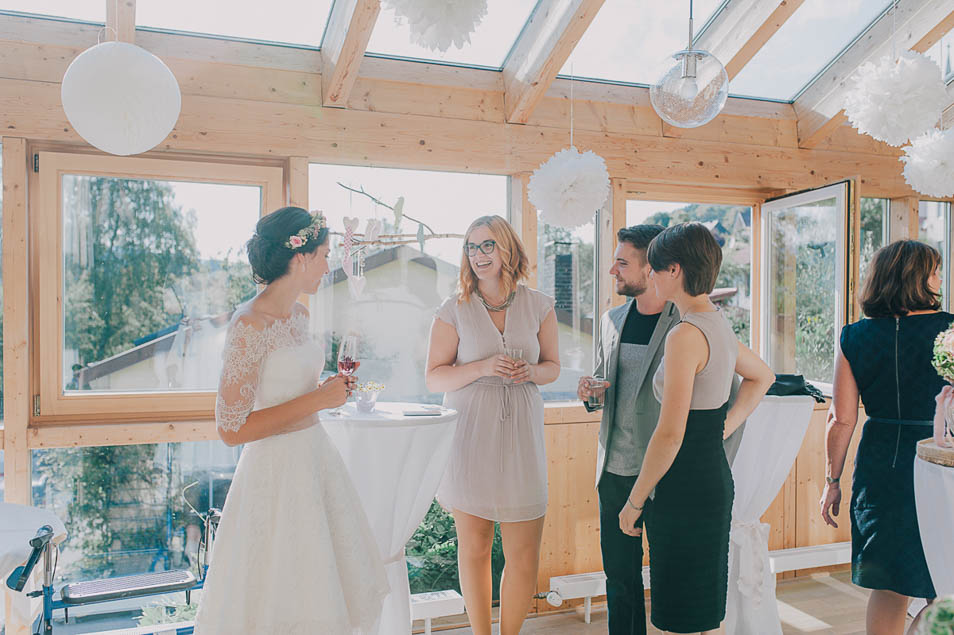 entspannter Smalltalk auf der Hochzeitsfeier