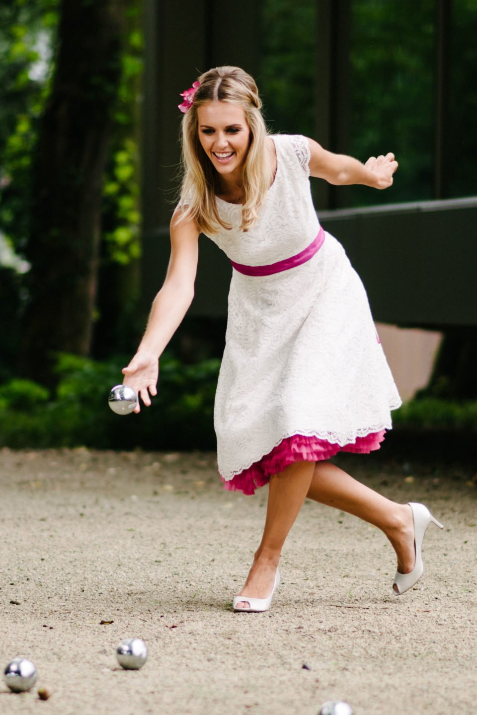 Kurzes Petticoat-Brautkleid mit Flügelarm