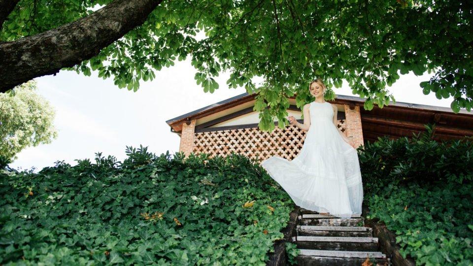 Boho Hochzeitskleid in Tupfentüll mit Bohème-Stickerei
