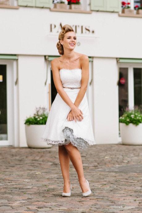 kurzes Brautkleid 50er Jahre – in Spitze und Tüll – Kelly