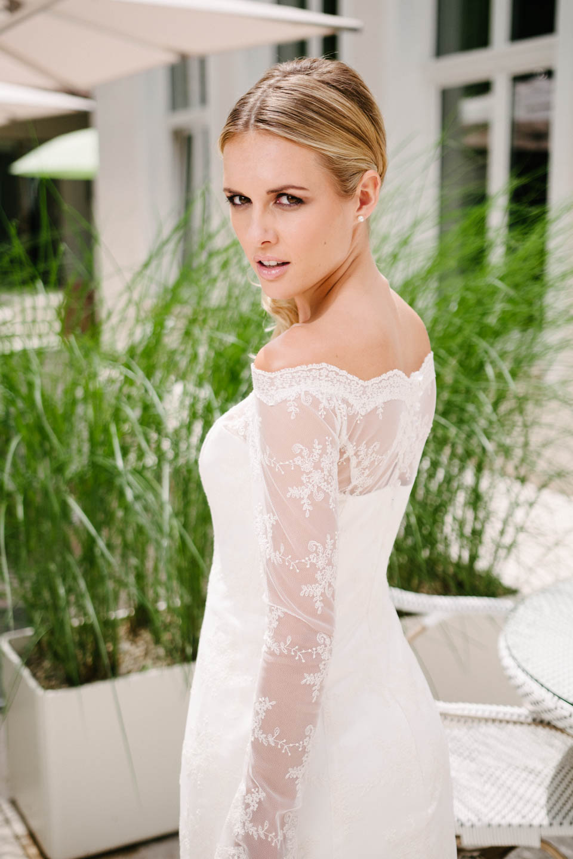 Brautkleid Carmenausschnitt mit Vintage-Spitze und Langarm