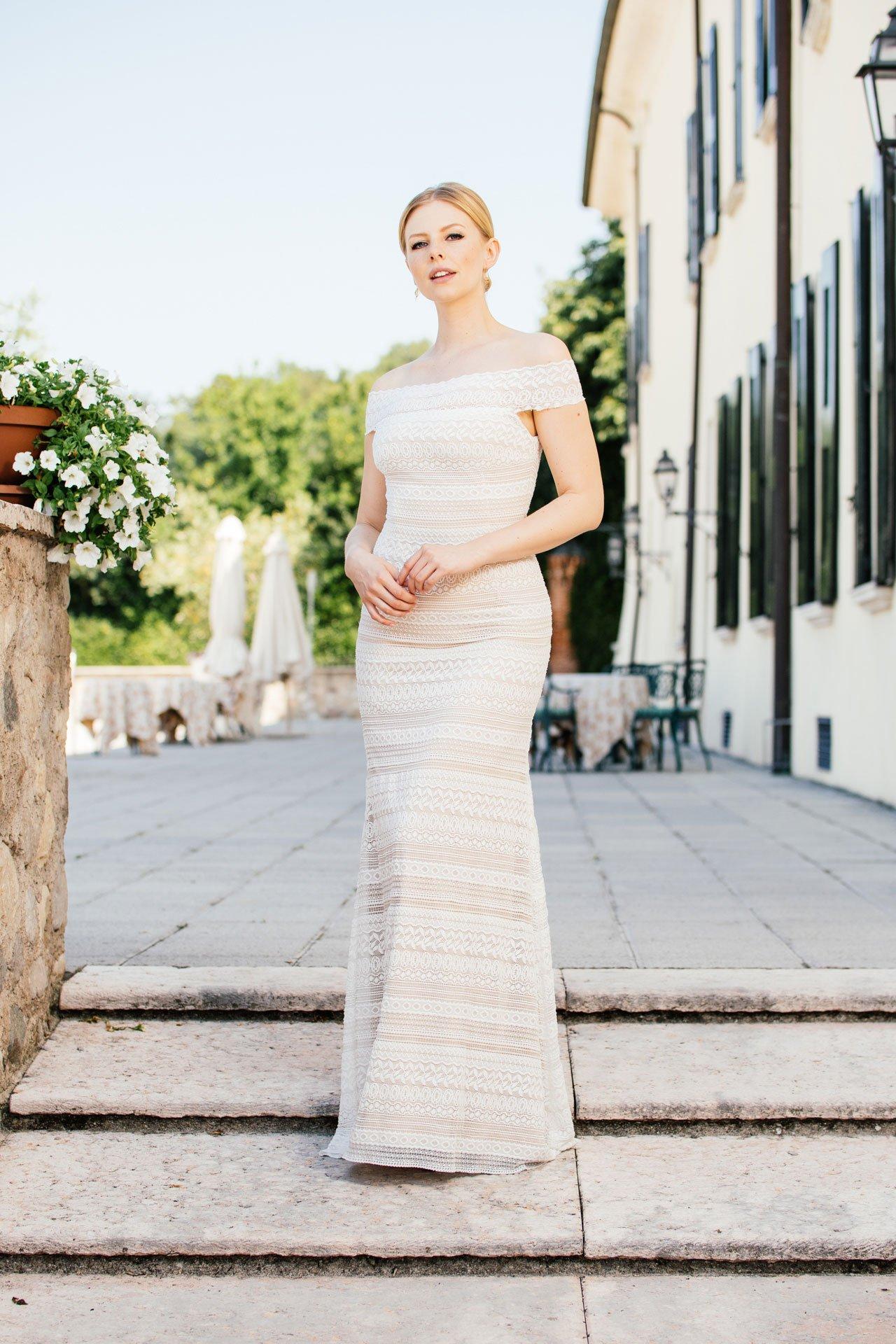 Brautkleid Carmenausschnitt - Stretchkleid in Streifenspitze