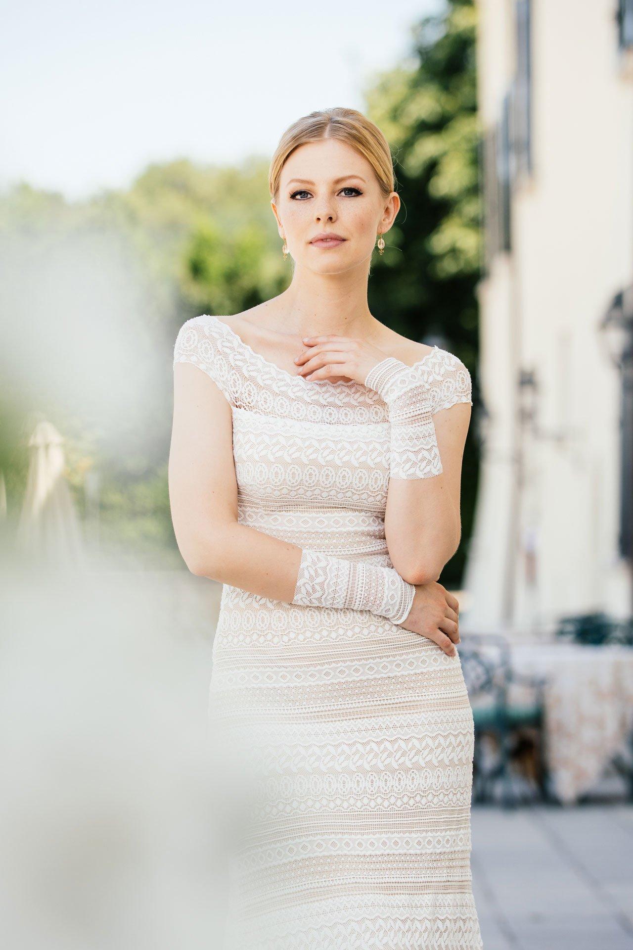 Brautkleid Carmenausschnitt Mit Streifenspitze Off Shoulder Traumkleid