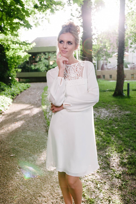 Brautkleid kurz Vintage aus Seide mit Häkelspitzen-Dekolleté