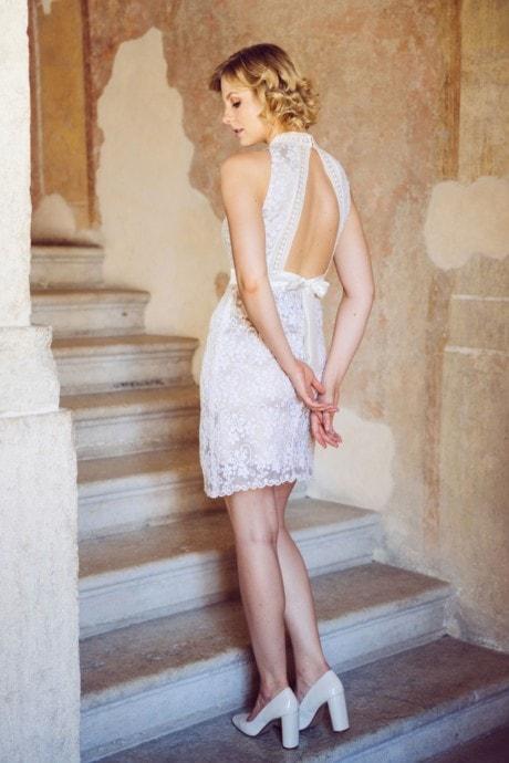 kurzes Brautkleid mit Stehkragen und sexy Rücken – Tabea